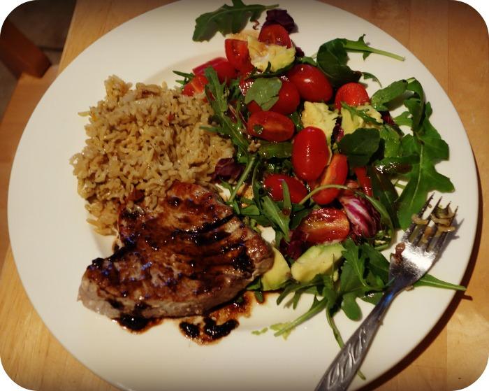 Tuna steak with balsamic dressing