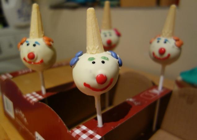 Clown cake pops pre smudging